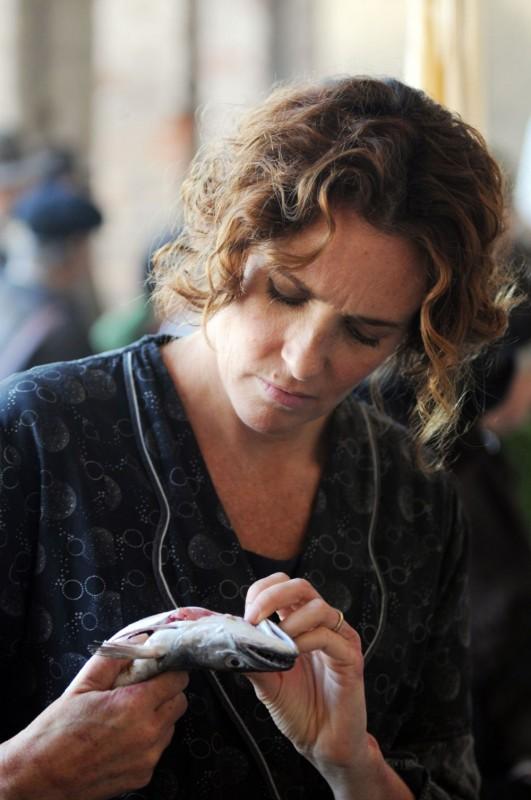 Lucrezia Lante della Rovere in una scena del film tv Lo smemorato di Collegno