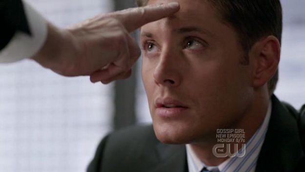Jensen Ackles viene 'toccato' dall'angelo Zaccaria nell'episodio 'It's a Terrible Life' della quarta stagione di Supernatural