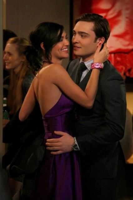Jessica Szohr insieme a  Ed Westwick in una scena dell'episodio 'Remains of the J' della serie tv Gossip Girl