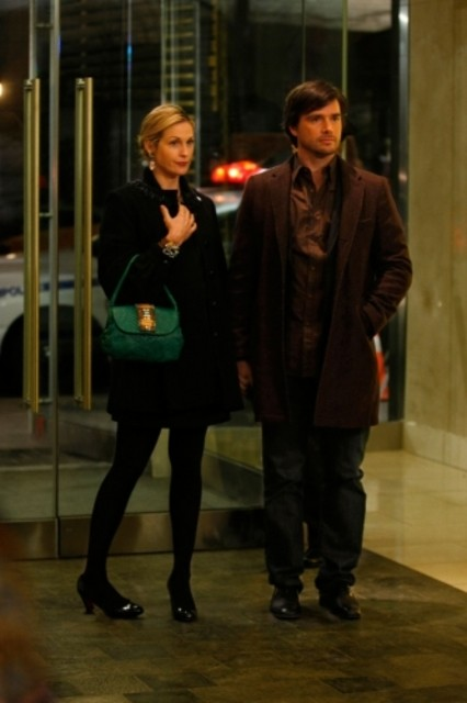 Kelly Rutherford e Matthew Settle nell'episodio 'Remains of the J' della serie tv Gossip Girl
