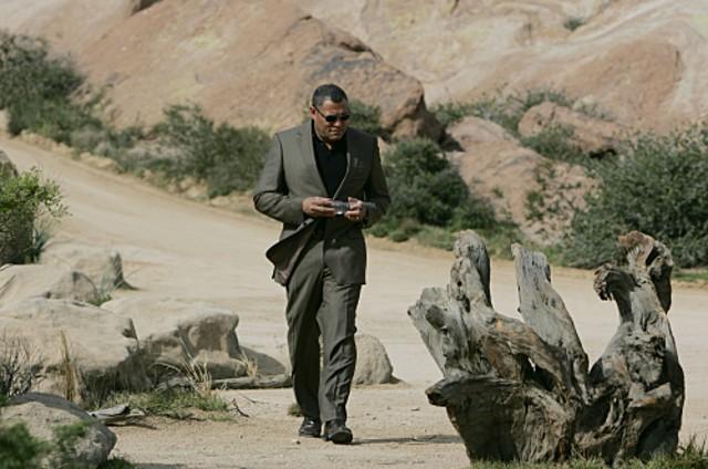 Laurence Fishburn indaga sulla morte di un guru nell'episodio 'The Descent of Man' della serie tv CSI - Las Vegas