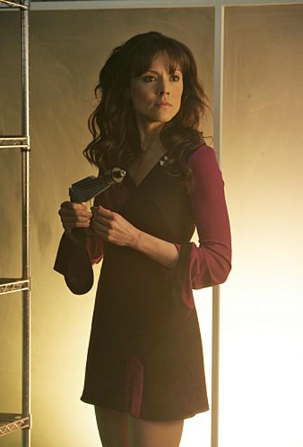 Liz Vassey in un momento dell'episodio 'A Space Oddity' della serie tv CSI: Crime Scene Investigation