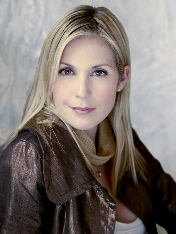 Un primo piano di Kelly Rutherford