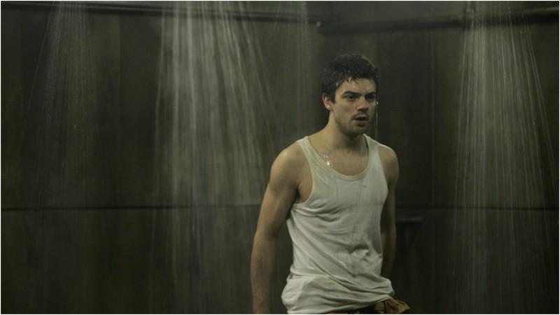 Dominic Cooper in una scena del film Prison Escape
