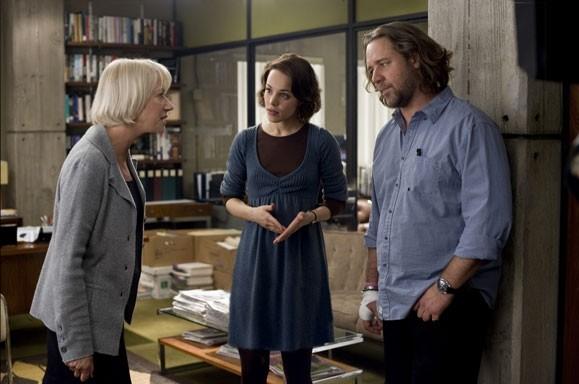 Helen Mirren, Rachel McAdams e Russell Crowe in una scena del film State of Play