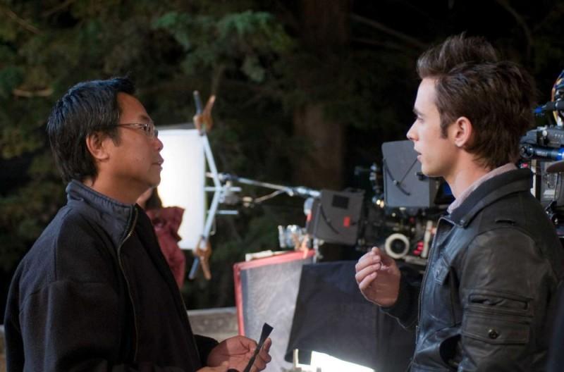 Il regista James Wong e l'attore Justin Chatwin sul set del film Dragonball