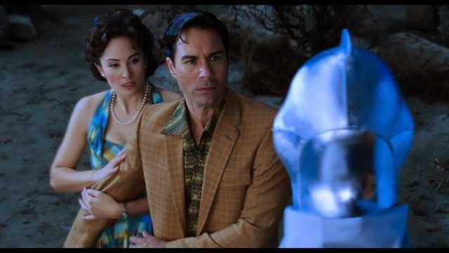 Jody Thompson e Eric McCormack in una scena del film Alien Trespass