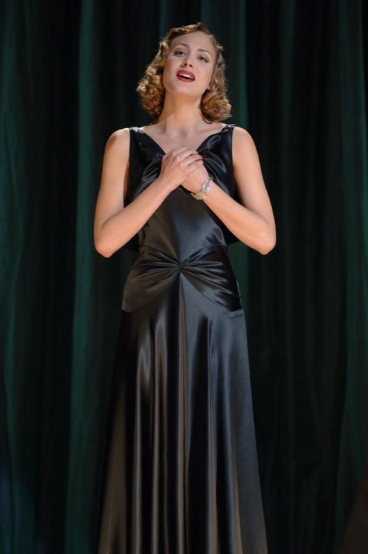 Nora Arnezeder in un'immagine del film Faubourg 36