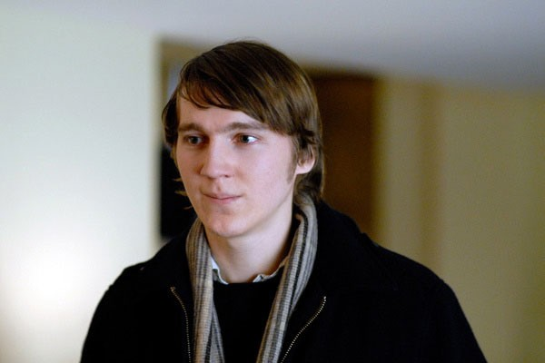 Paul Dano in una scena del film Gigantic