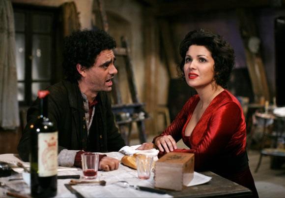 Rolando Villazón e Anna Netrebko in una sequenza del film La Bohème
