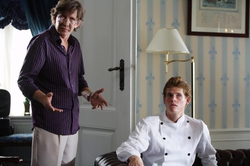 Thomas Bo Larsen a confronto con Oliver Møller-Knauer in Riunione di famiglia