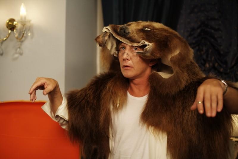 Thomas Bo Larsen protagonista di Riunione di famiglia