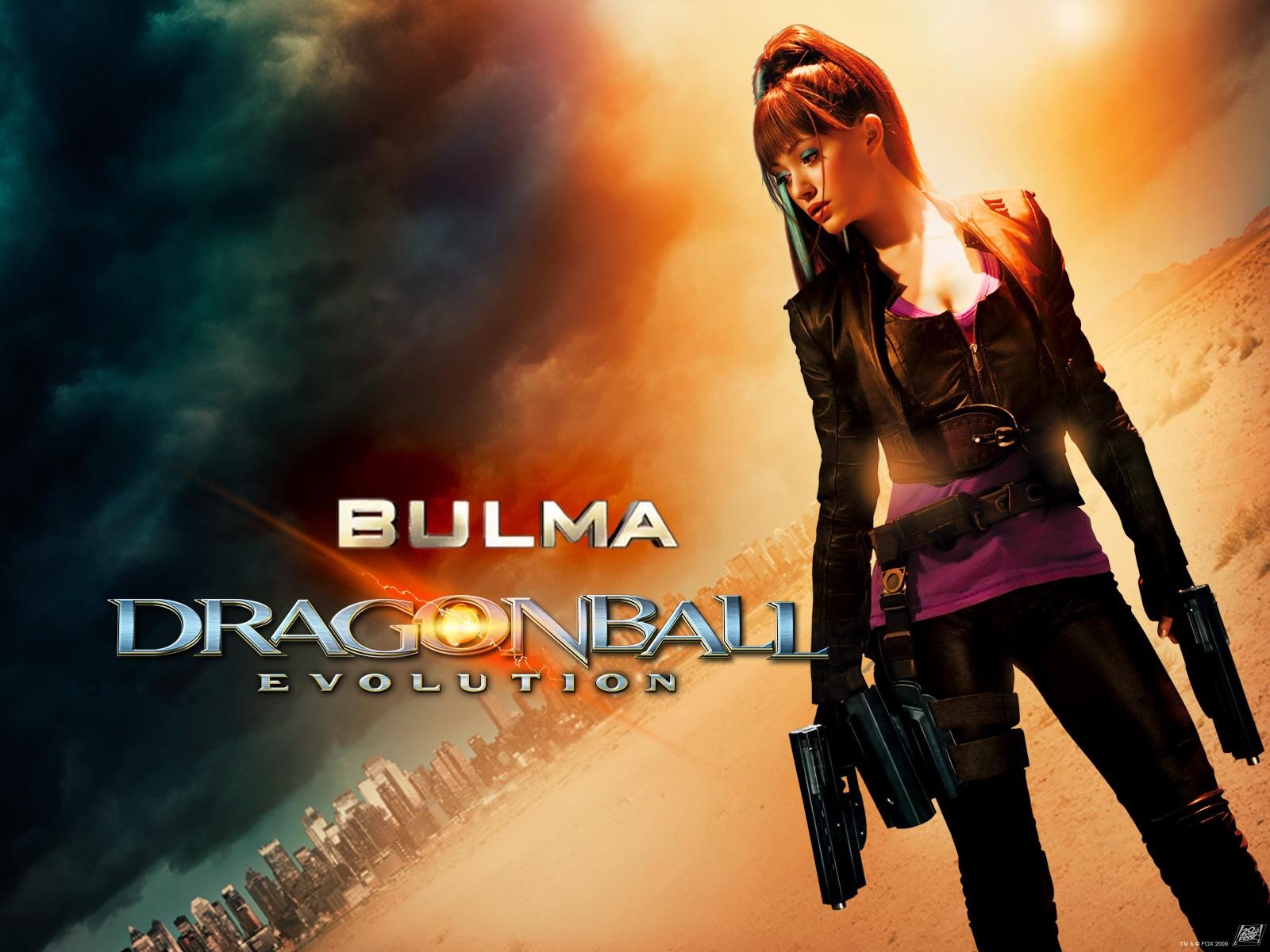 Un wallpaper del film Dragonball con Emmy Rossum nei panni di Bulma nel film Dragonball