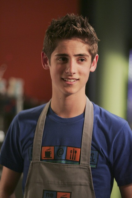 Jean-Luc Bilodeau in una scena dell'episodio 'Does Kyle Dream of Electric Fish?' della seconda stagione di Kyle XY