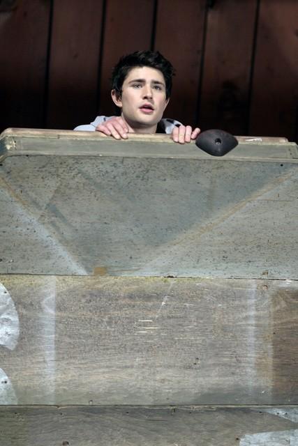 Matt Dallas in una scena dell'episodio 'Equilibri Precari' della seconda stagione della serie Kyle XY