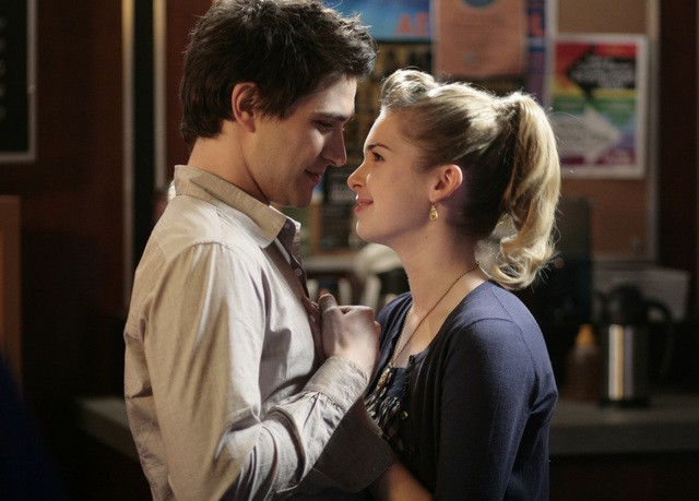Matt Dallas insieme a  Kirsten Prout in una scena dell'episodio ' Free to Be You and Me ' della serie tv Kyle XY
