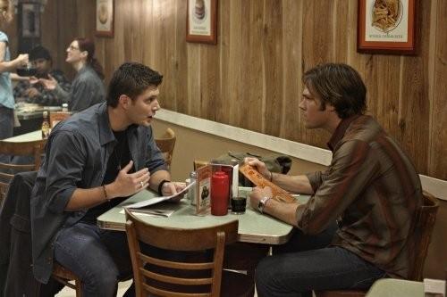 Jared Padalecki e Jensen Ackles in una scena dell'episodio The Monster at the End of this Book di Supernatural
