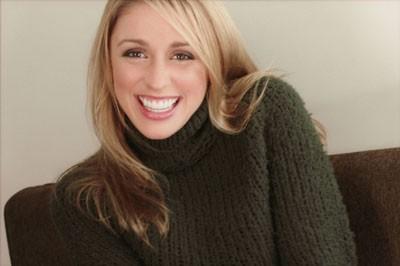 Una sorridente Laura Bertram