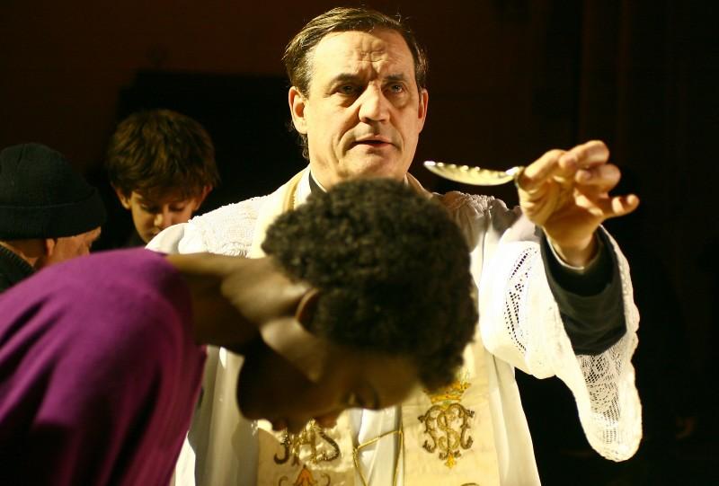Fatou Kine Boye e Francesco Salvi in una scena di Bakhita