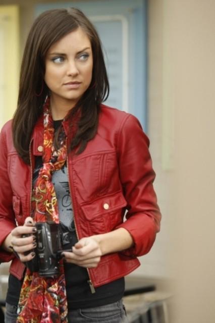 Jessica Stroup in un momento dell'episodio Life's a Drag di 90210