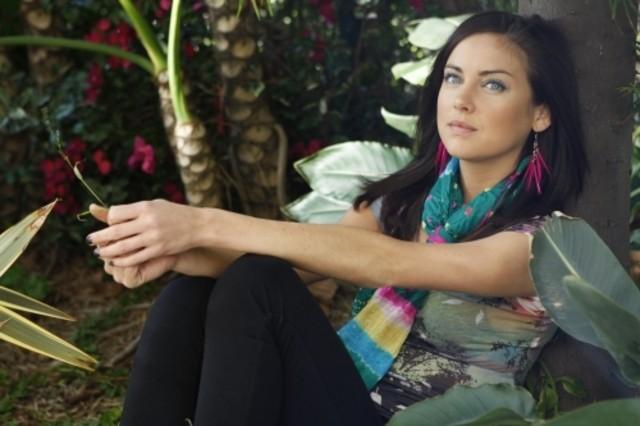 Jessica Stroup nell'episodio Life's a Drag di 90210