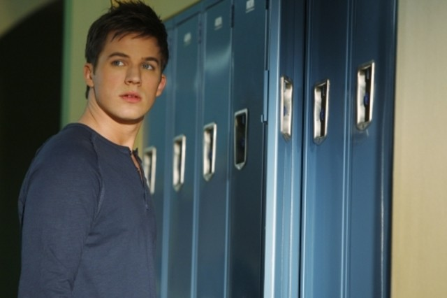 Matt Lanter in una scena dell'episodio Life's a Drag di 90210