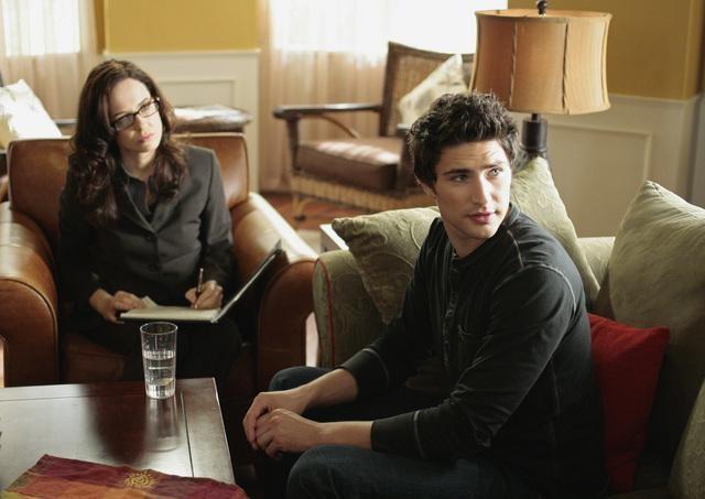 Anna Galvin e Matt Dallas nell'episodio 'Grounded' della seconda stagione della serie televisiva Kyle XY
