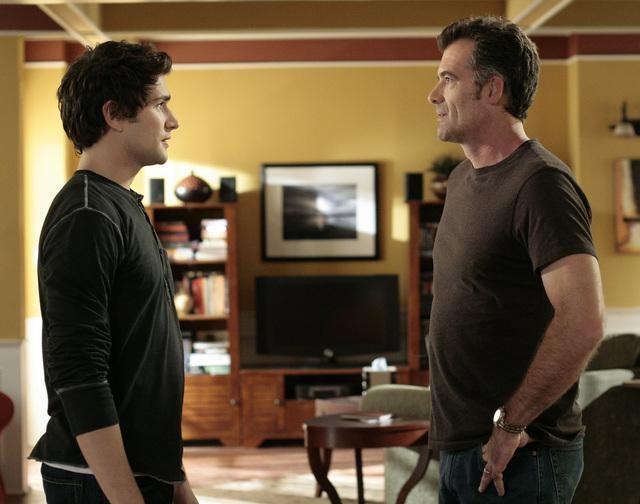 Bruce Thomas e Matt Dallas nell'episodio 'Grounded' della seconda stagione della serie televisiva Kyle XY