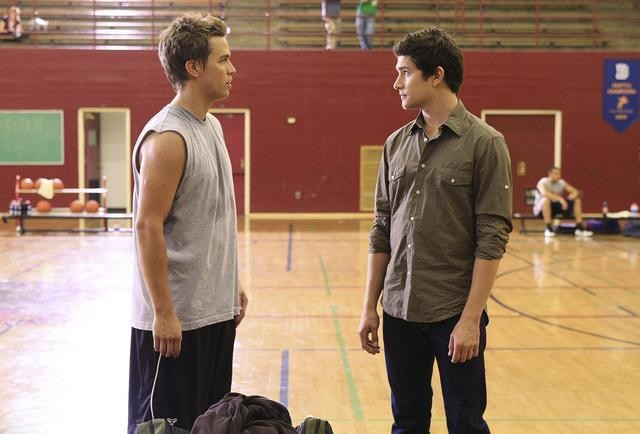 Chris Olivero insime al collega Matt Dallas in un momento dell'episodio 'Grey Matters' della serie tv Kyle Xy