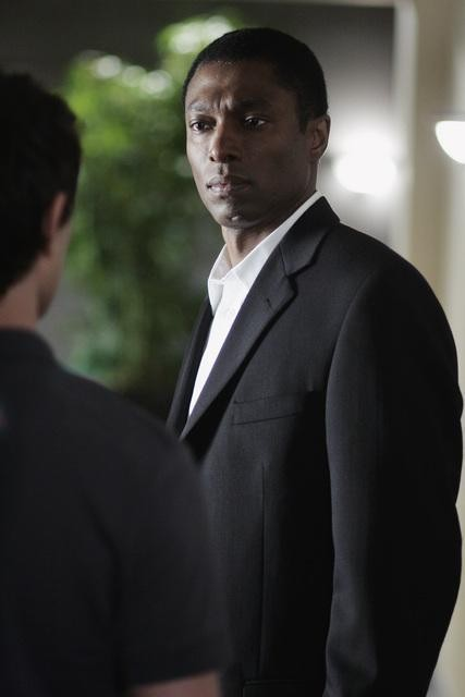 Conrad Coates in una scena dell'episodio 'Scacco alla Madacorp' della serie tv Kyle XY