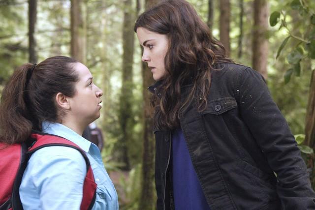 Jaimie Alexander con una collega in un momento dell'episodio 'Chi è Kyle?' della serie tv Kyle XY