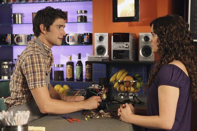 Jaimie Alexander e  Matt Dallas in una scena dell'episodio 'Between the Rack and a Hard Place' della serie tv Kyle XY