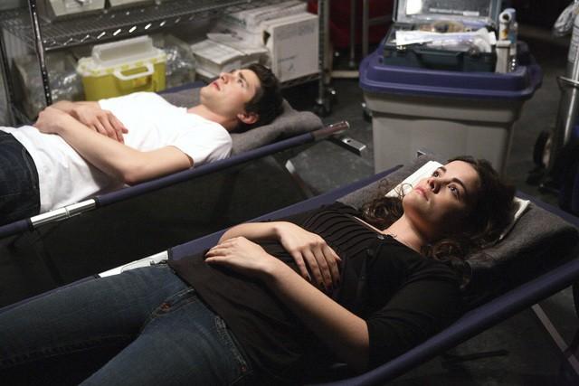 Jaimie Alexander e Matt Dallas in una scena dell'episodio 'La verità nascosta' della seconda stagione di Kyle XY