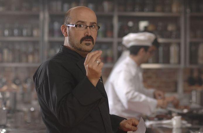 Javier Cámara in una sequenza del film Fuori menù