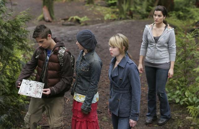 Jean-Luc Bilodeau, Kirsten Prout e Jaimie Alexander in una scena dell'episodio 'Fantasmi' della seconda stagione di Kyle XY
