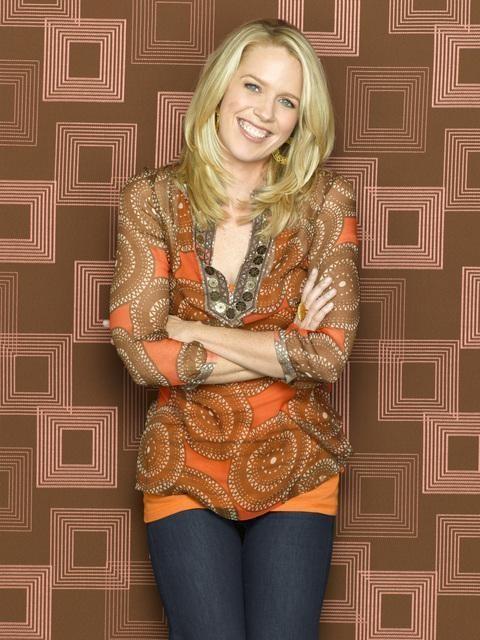 Jessica St. Clair è Emily in una foto promozionale di In the Motherhood
