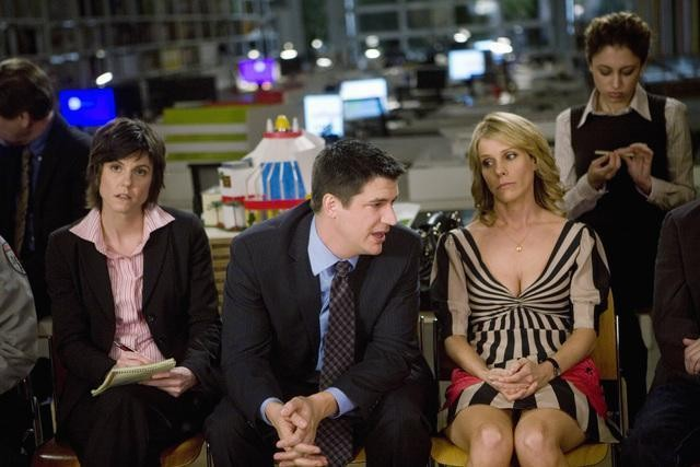 Ken Marino e Cheryl Hines nell'episodio It Takes a Village Idiot di In the Motherhood