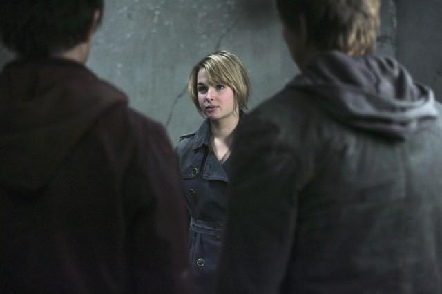 Kirsten Prout in una scena dell'episodio 'Fantasmi' della seconda stagione di Kyle XY