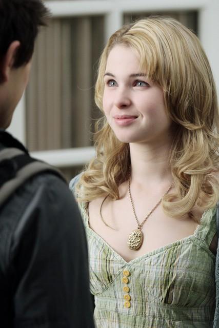 kirsten Prout in una scena dell'episodio 'Il Castello di Carte' della serie tv Kyle XY
