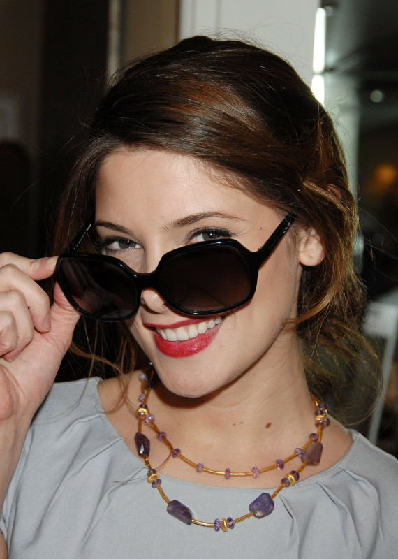 L\'attrice Ashley Greene all\'ottavo Annual Awards Season Diamond Fashion Show Preview