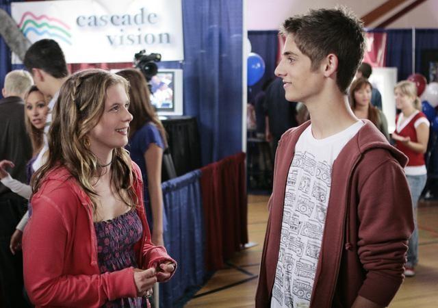 Magda Apanowicz e Jean-Luc Bilodeau in una scena dell'episodio 'Verso il Futuro' della serie televisiva Kyle XY