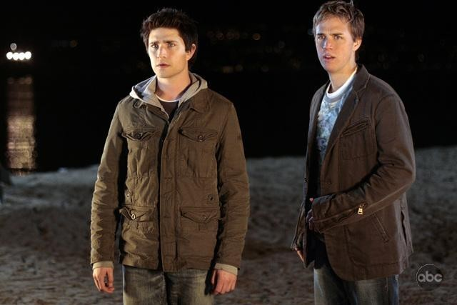 Matt Dallas insieme a Chris Olivero in una sequenza dell'episodio 'The List is Life' della serie tv Kyle XY