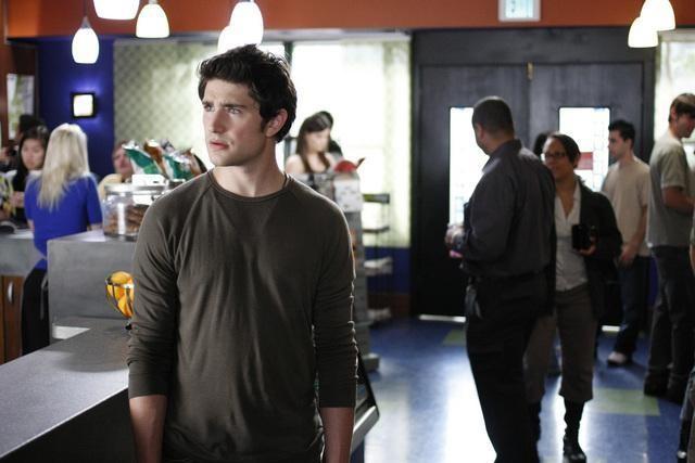Matt Dallas, nei panni di Kyle, in un momento della serie Kyle XY, episodio: Primary Colors