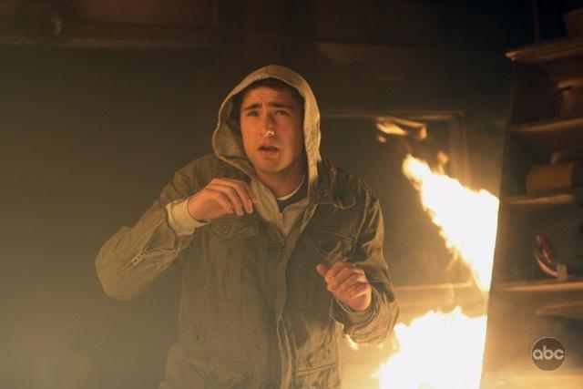 Matt Dallas nel ruolo di Kyle, in una scena infuocata dell'episodio 'The List is Life' della serie tv Kyle XY