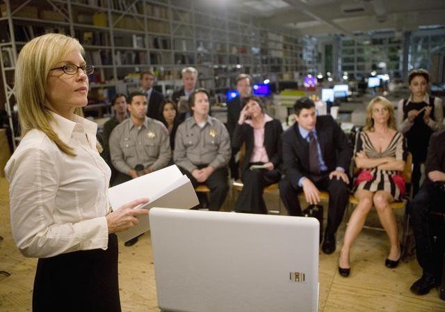 Rachael Harris in una scena dell'episodio It Takes a Village Idiot di In the Motherhood