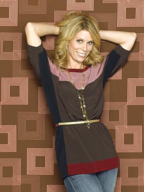 Una foto promozionale di Cheryl Hines per la sitcom In the Motherhood