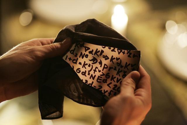 Uno strano manufatto nell'episodio 'Scacco alla Madacorp' della serie tv Kyle XY