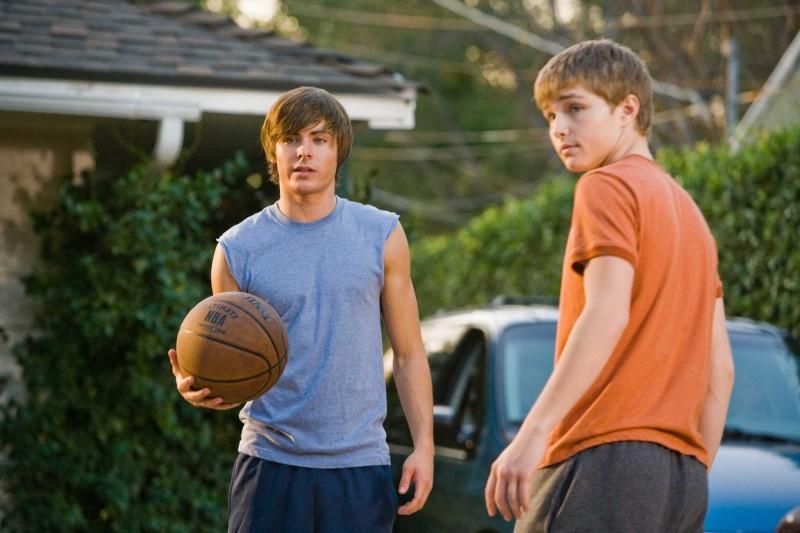 Zac Efron e Sterling Knight in un'immagine del film 17 Again - Ritorno al Liceo