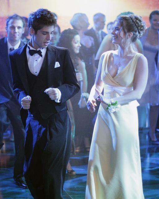 Jean-Luc Bilodeau balla con Magda Apanowicz nell'episodio 'Ive had the time of my life' della serie tv Kyle XY
