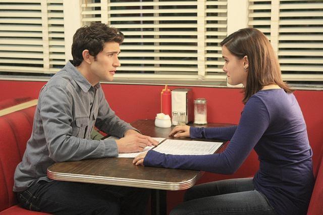 Matt Dallas e Jaimie Alexander nell'episodio 'Hello...' della serie tv Kyle XY